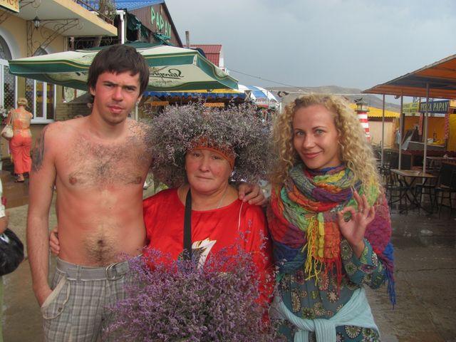 Я, баба Люда, поебень трава и Оля :)