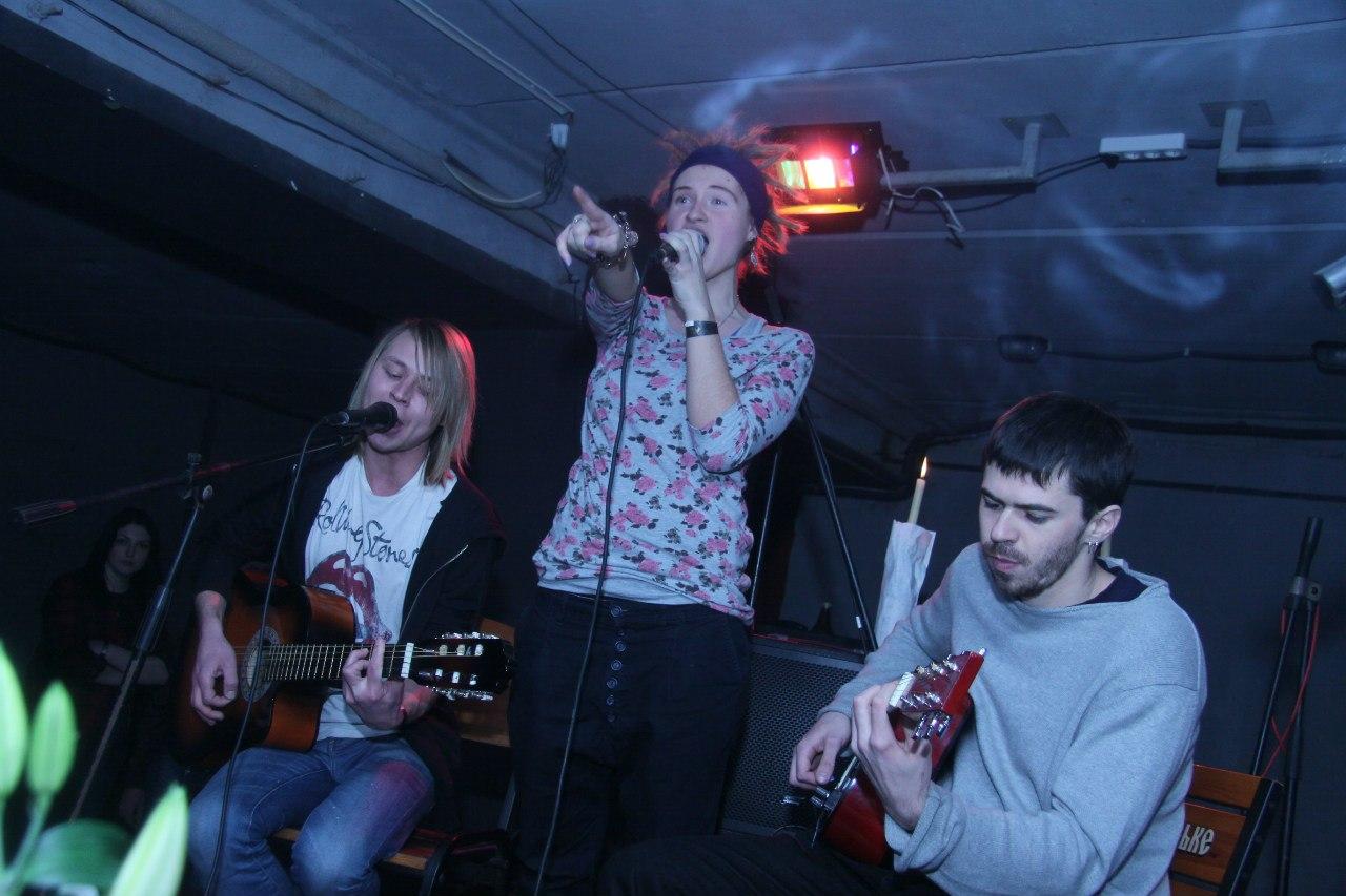 Гурт нашего акустического трио: Аня, Олег и я