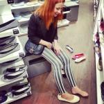 """Ходить с Настямбой по магазинам - это набрать кучу обуви самого маленького размера и верещать, что они огроооомные и """"на кого ваще рассчитаны"""". #полюбилнастюзаеёкрасоту"""