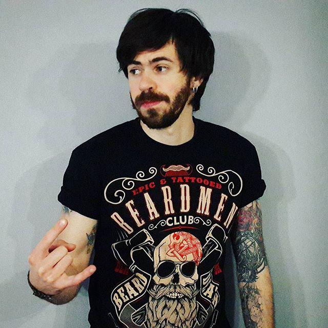 Если Крузенштерн - человек и пароход, то @lybomir.boroda - это человек и паракорд :) Спасибо за подгон наикрутейшей футболки. #beardman