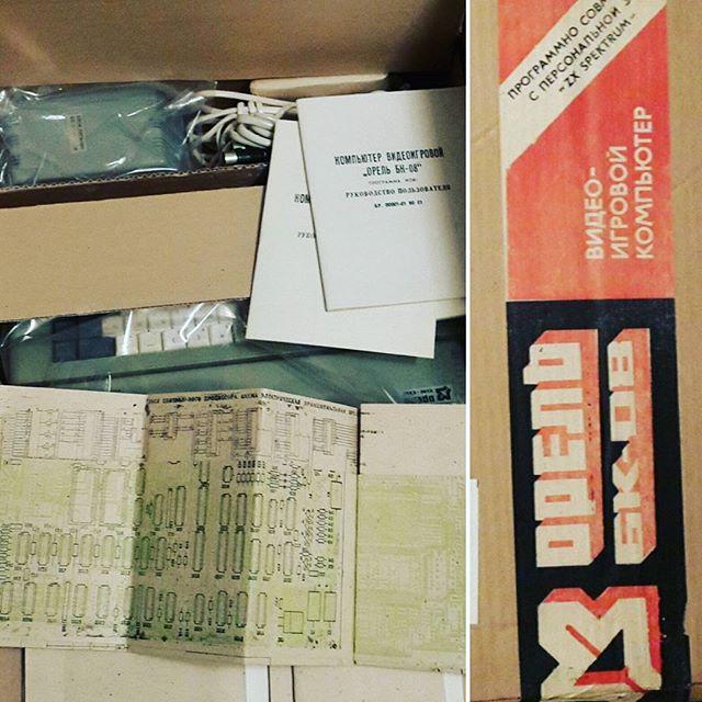 #эвм #орель #zxspectrum советский клон спектрума. Новый, в заводской упаковке приехал, ещё в скобах. Коробку в последний раз на заводе открывали :) щастя.