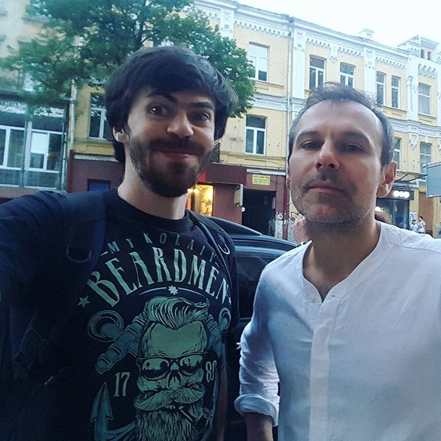 Киев интересен тем, что можно идущего Славу встретить :)